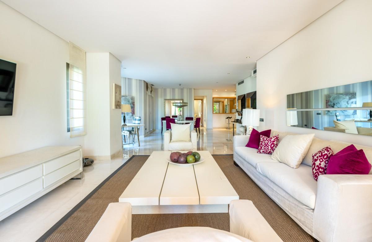 2 bedroom Apartment for sale in Sierra Blanca – R3613385