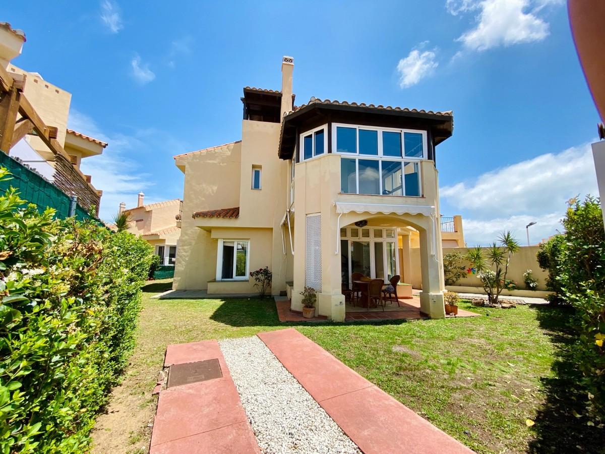 3 bedroom Semi-detached for sale in Riviera del Sol – R3640988