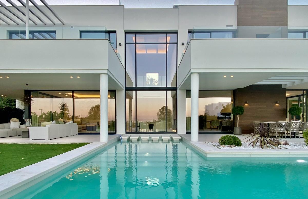 Villa de 5 dormitorios en venta en La Quinta – R3743521