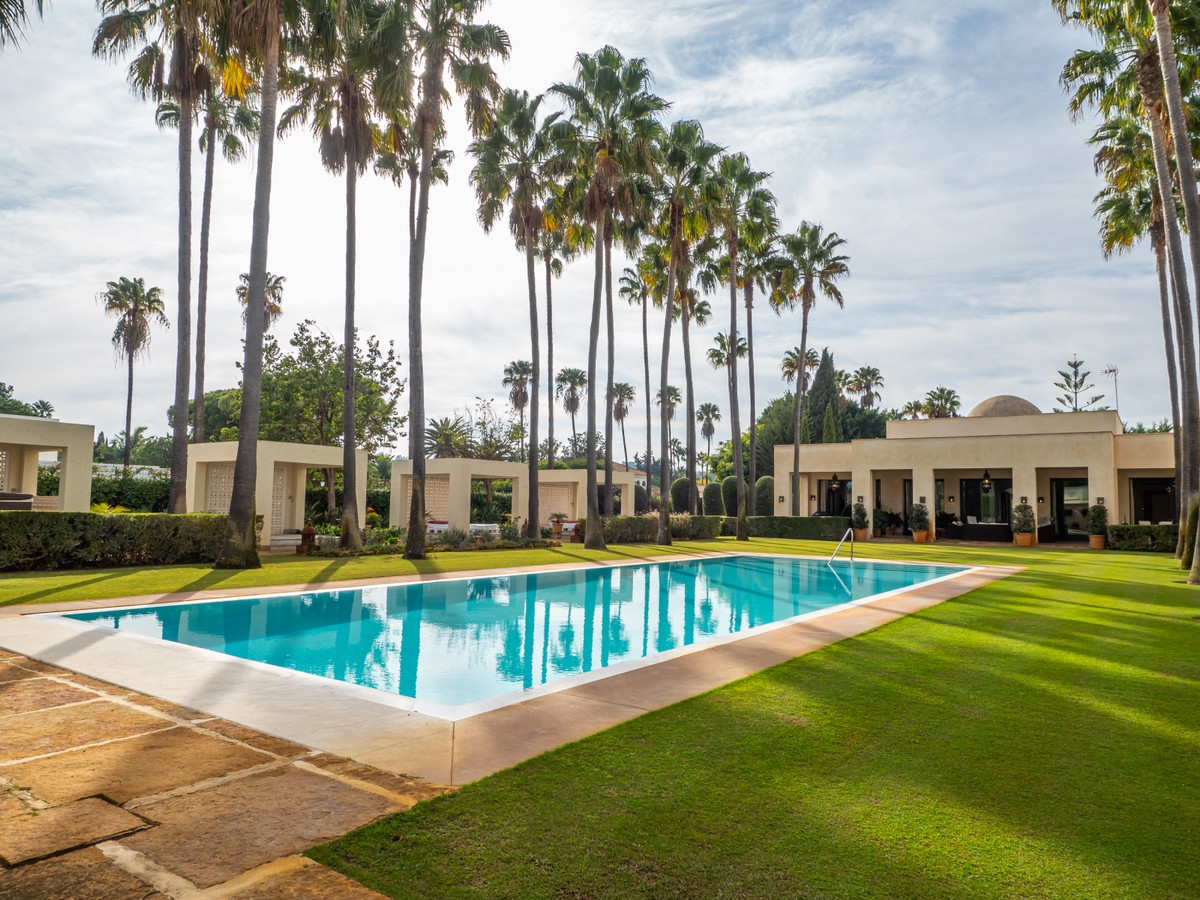 16 bedroom Villa for sale in Sotogrande Costa – R3740743