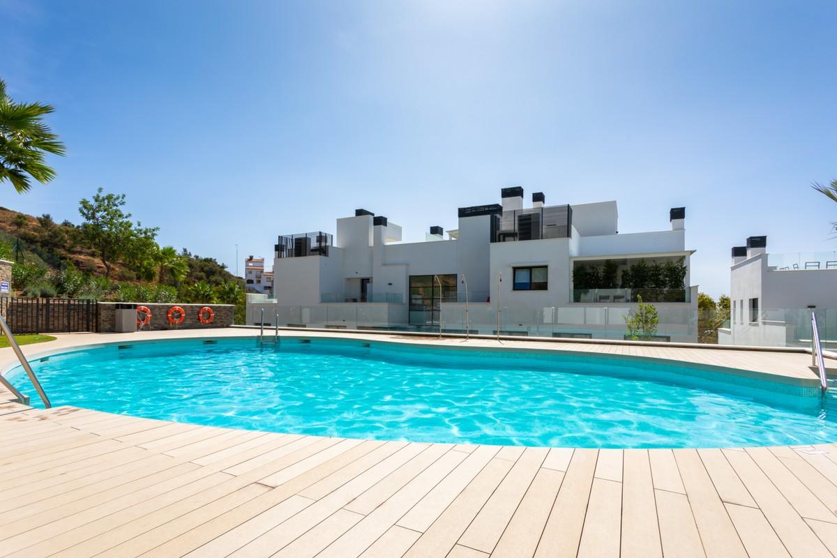 Apartamento de 3 dormitorios en venta en Marbella – R3711434