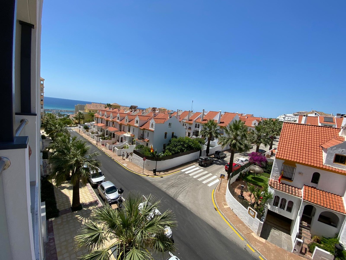 3 bedroom Apartment for sale in Estepona – R3646013 in