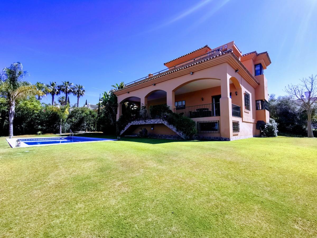 Villa de 4 dormitorios en venta en Sotogrande – R3678473 en