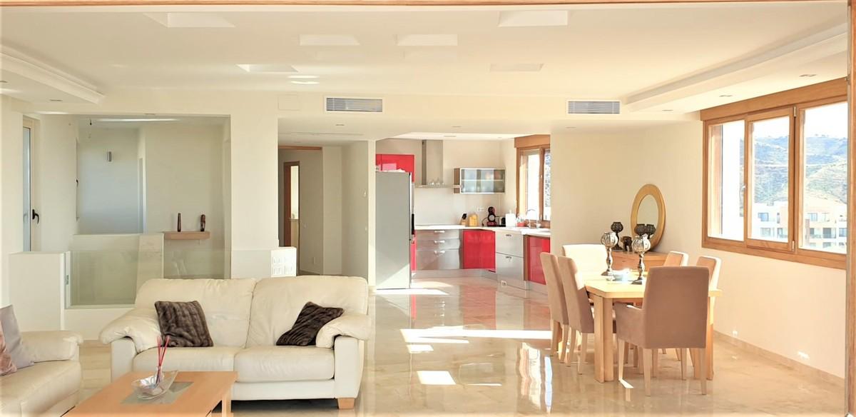 Atico de 3 dormitorios en venta en Los Monteros – R3745432 en