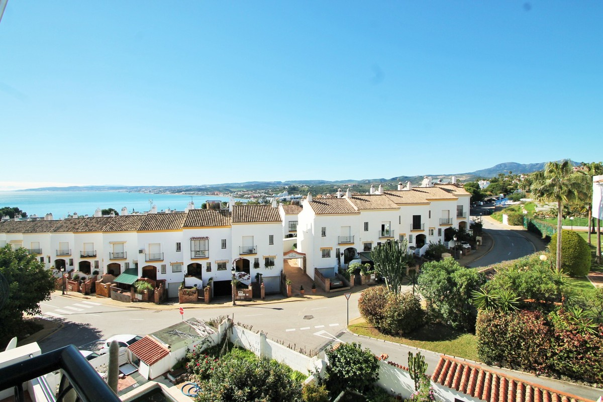 Atico de 3 dormitorios en venta en Estepona – R3323074 en