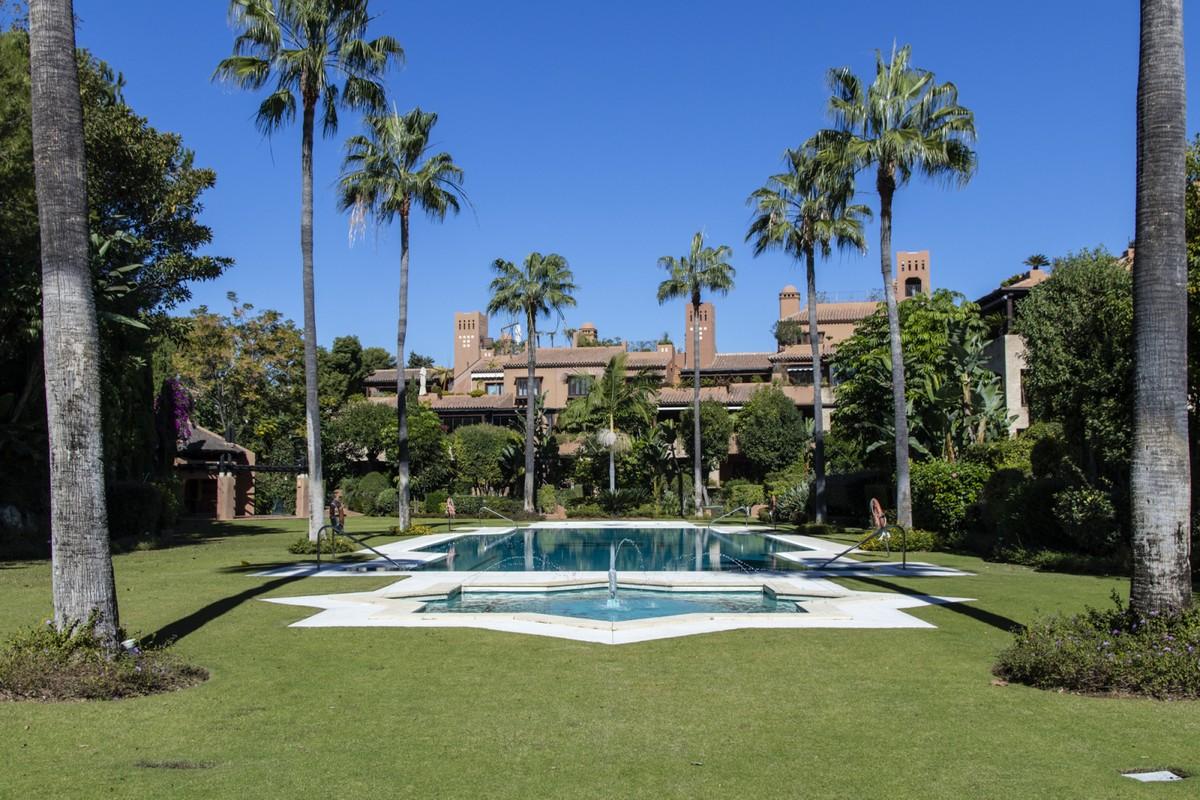 Apartamento de 2 dormitorios en venta en Guadalmina Baja – R3744916 en