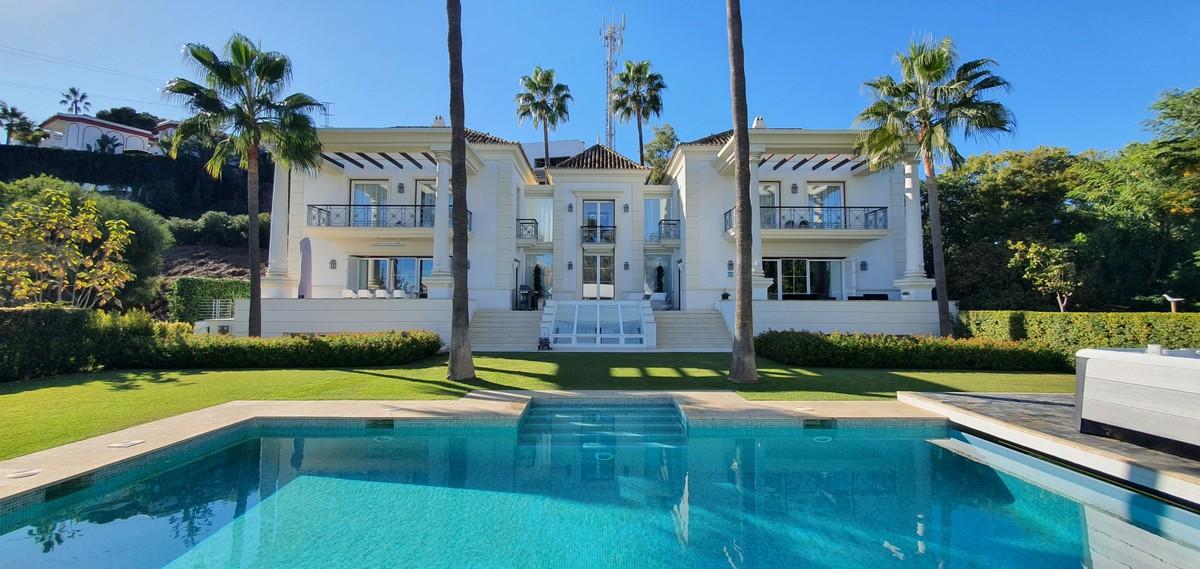 Villa de 5 dormitorios en venta en Hacienda Las Chapas – R3744094