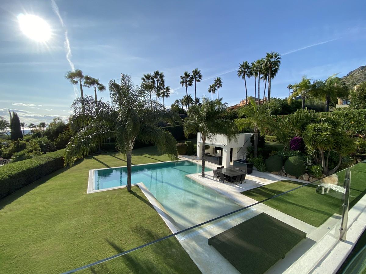 5 bedroom Villa for sale in Marbella – R3745942