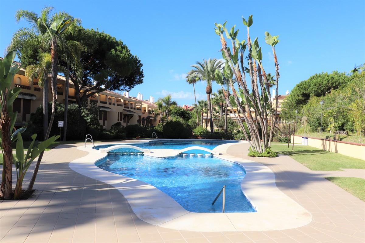 3 bedroom Apartment for sale in Elviria – R3750493