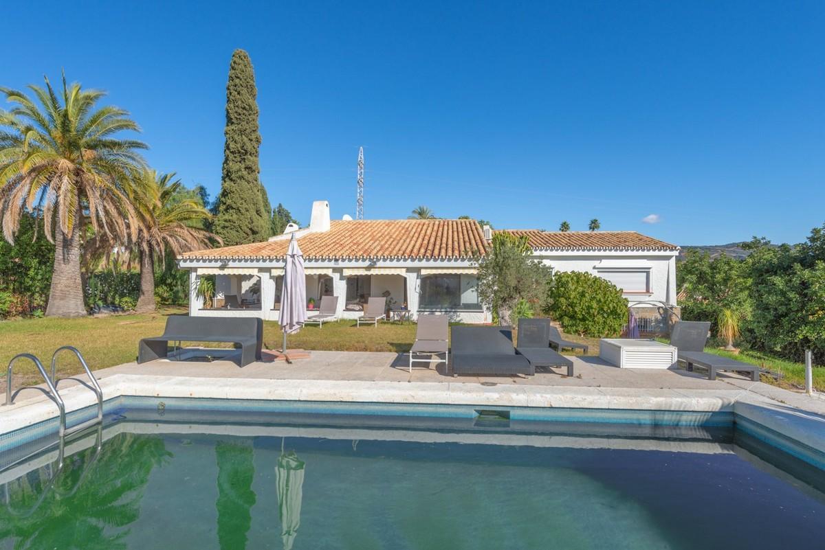 Villa de 5 dormitorios en venta en El Rosario – R3548869