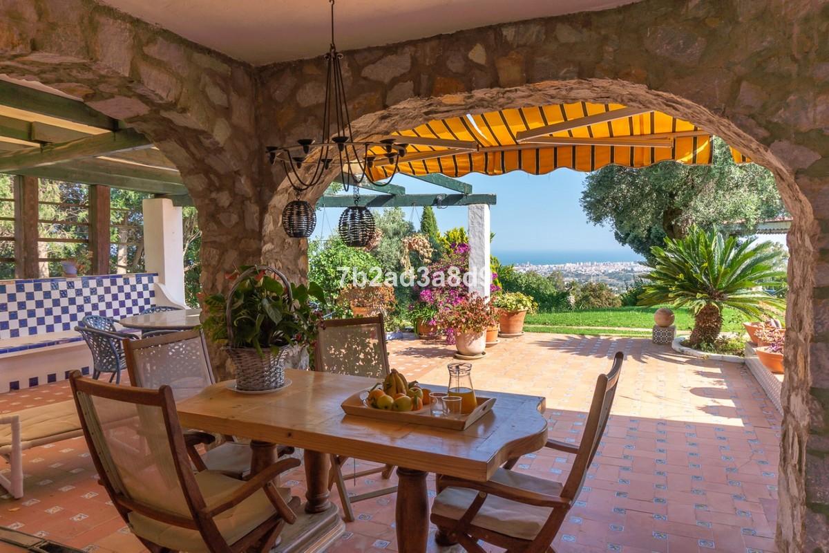 Villa de 12 dormitorios en venta en – R3655682