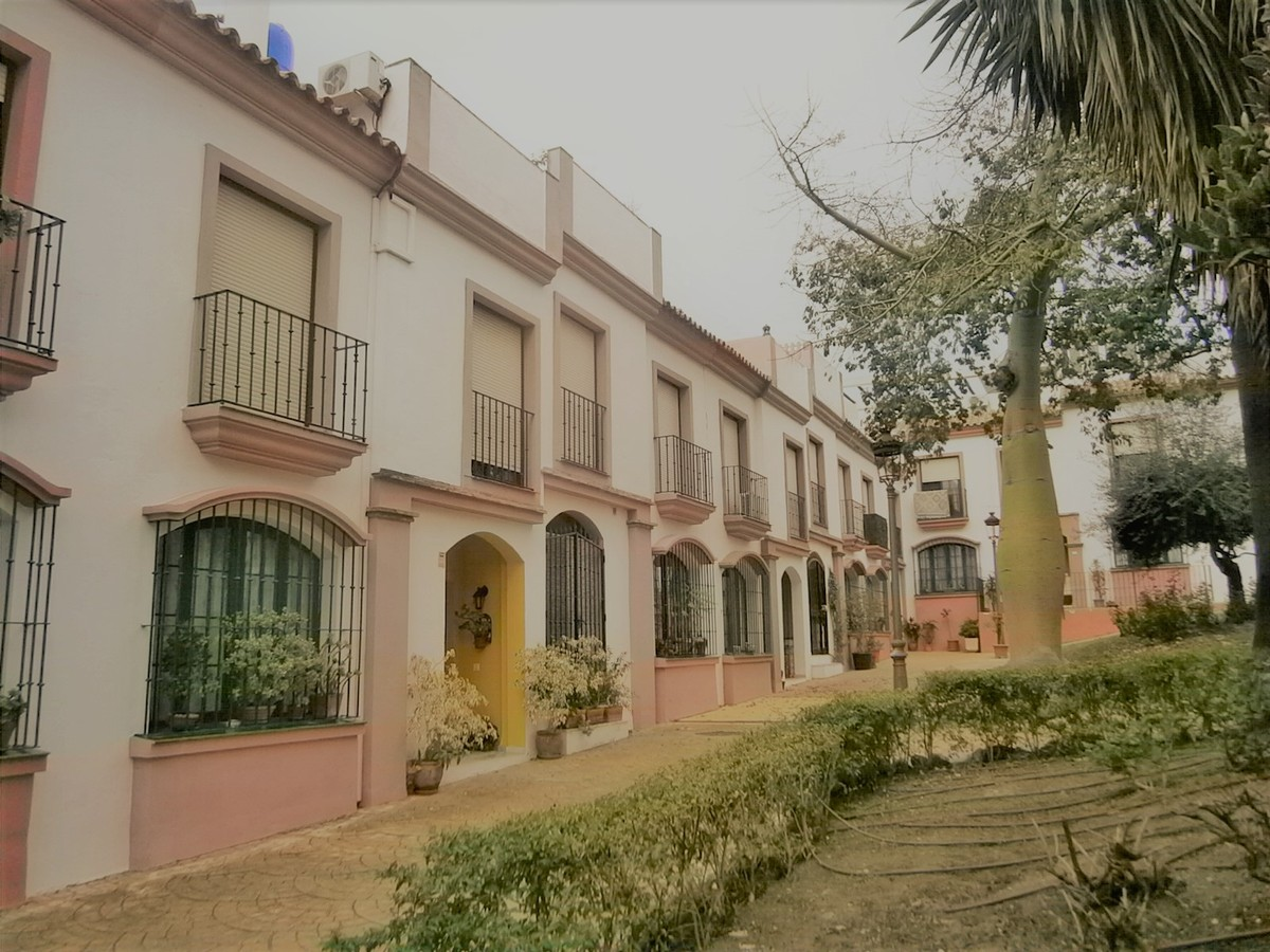 4 bedroom Townhouse for sale in Estepona – R3738628