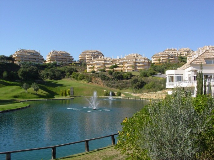 3 bedroom Apartment for sale in Elviria Hills – R2259755 in