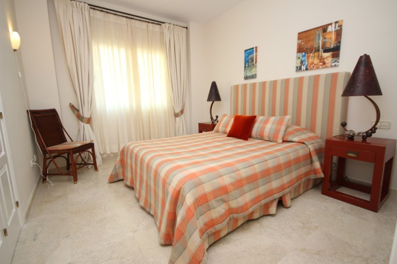 3 bedroom Apartment for sale in Elviria Hills – R2259755