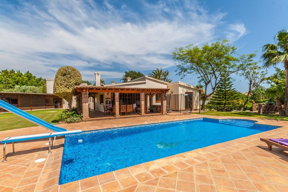 Villa de 4 dormitorios en venta en El Rosario – R3179797