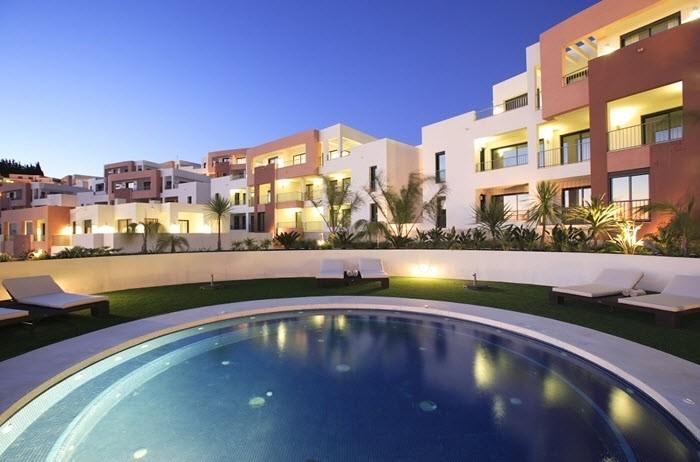Apartamento de 2 dormitorios en venta en Marbella – R3433024