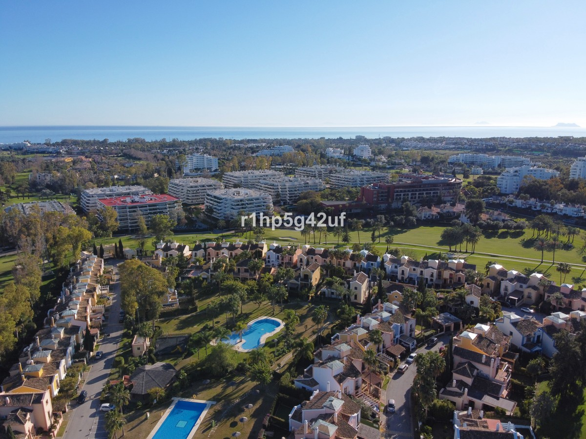 Villa de 4 dormitorios en venta en Guadalmina Alta – R3514072 en