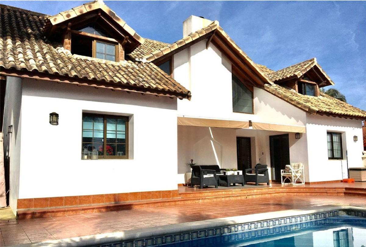 Villa de 5 dormitorios en venta en Costalita – R3766294 en