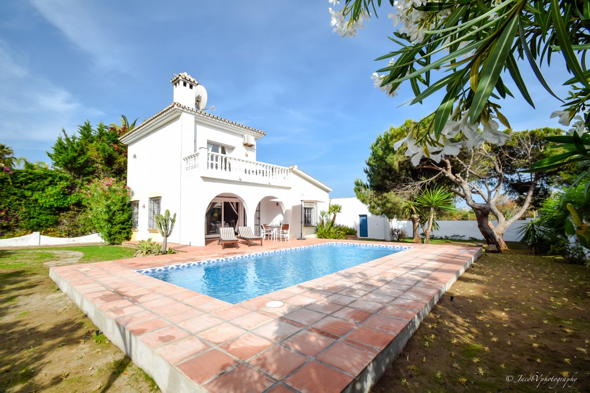 3 bedroom Villa for sale in Las Chapas – R3768469