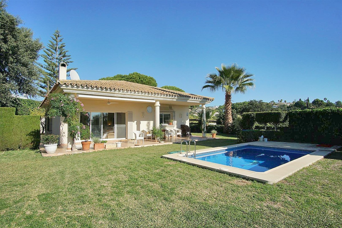 3 bedroom Villa for sale in Elviria – R3763444