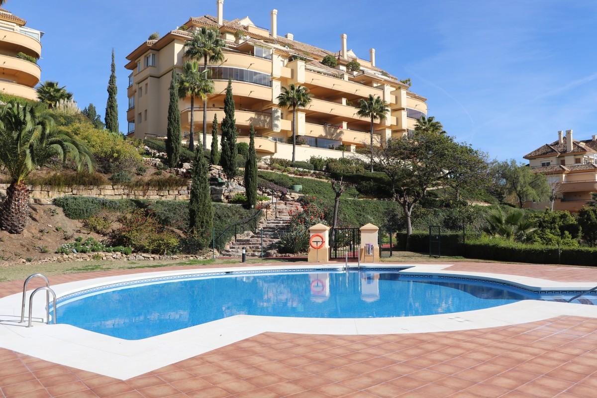 Apartamento de 2 dormitorios en venta en Elviria Hills – R3557641