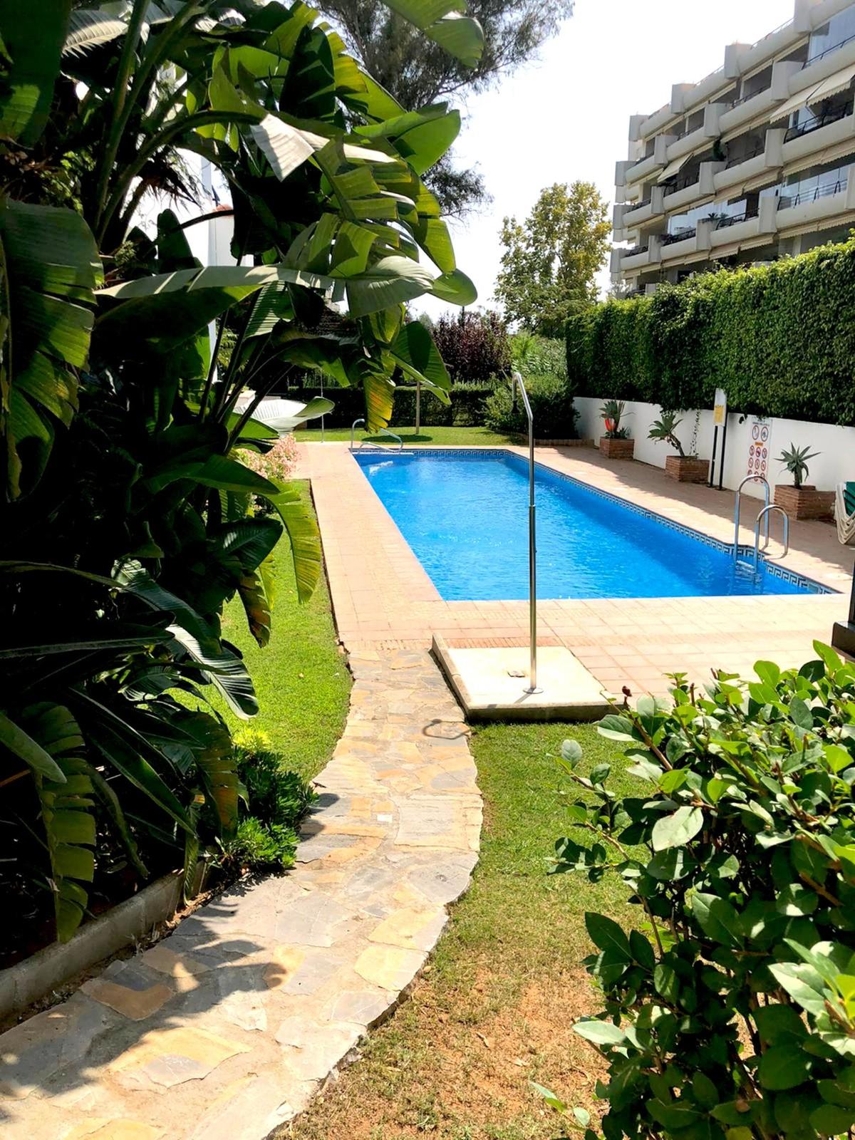 Apartamento de 2 dormitorios en venta en Guadalmina Alta – R3759253 en