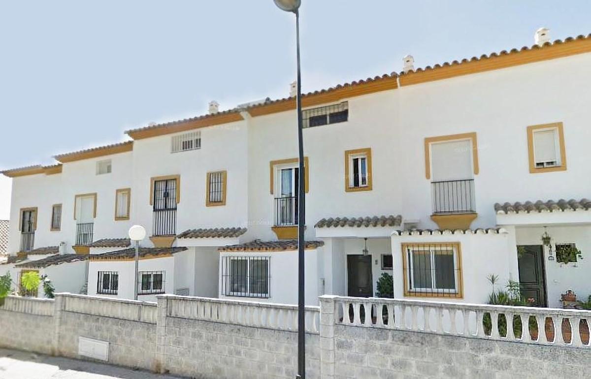 Villa de 3 dormitorios en venta en Marbella – R3654896 en