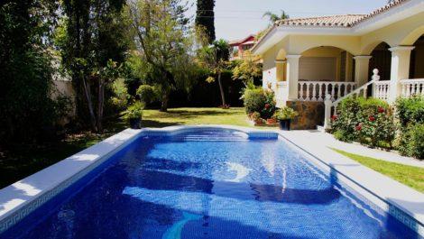 Villa de 6 dormitorios en venta en Guadalmina Alta – R3170488 en
