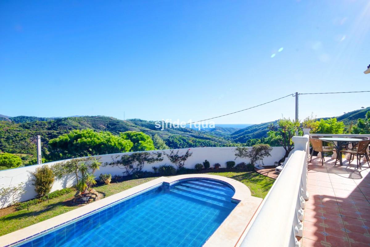 4 bedroom Villa for sale in Estepona – R3359404