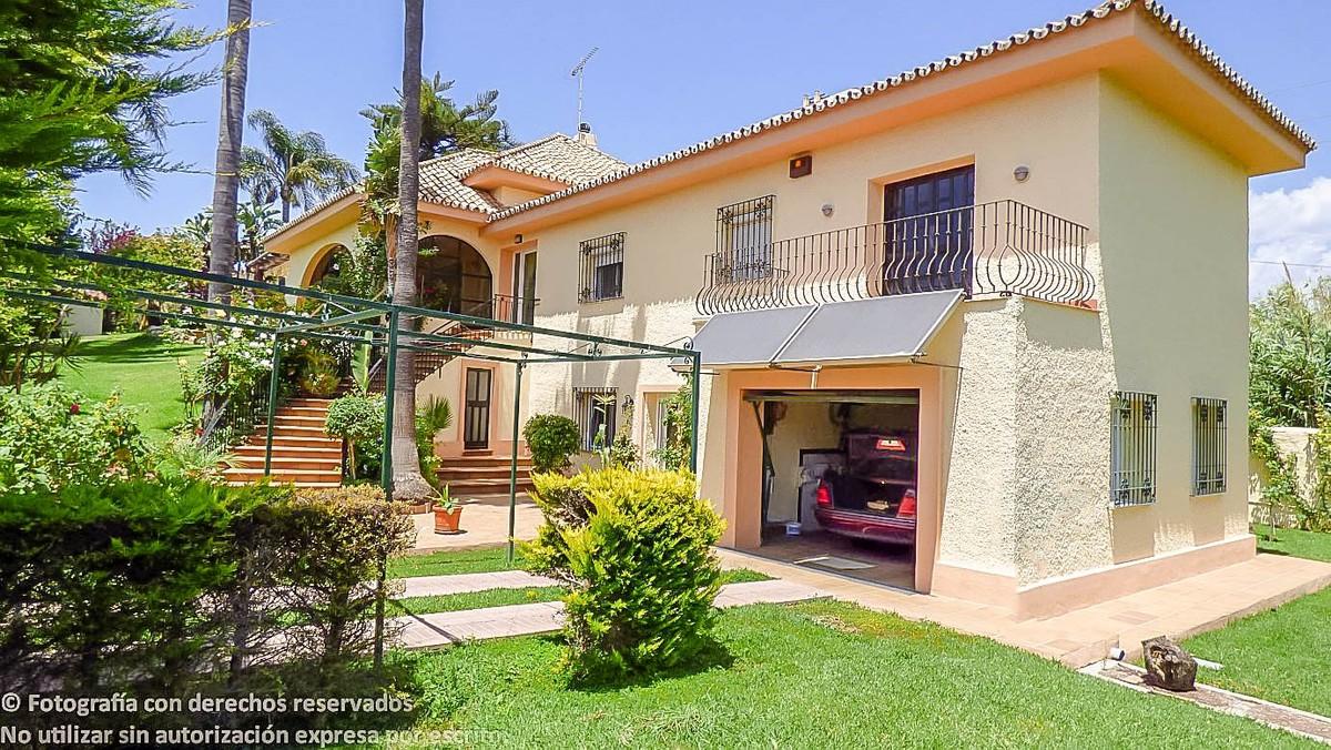 Villa de 5 dormitorios en venta en Nueva Milla de Oro – R2710352 en