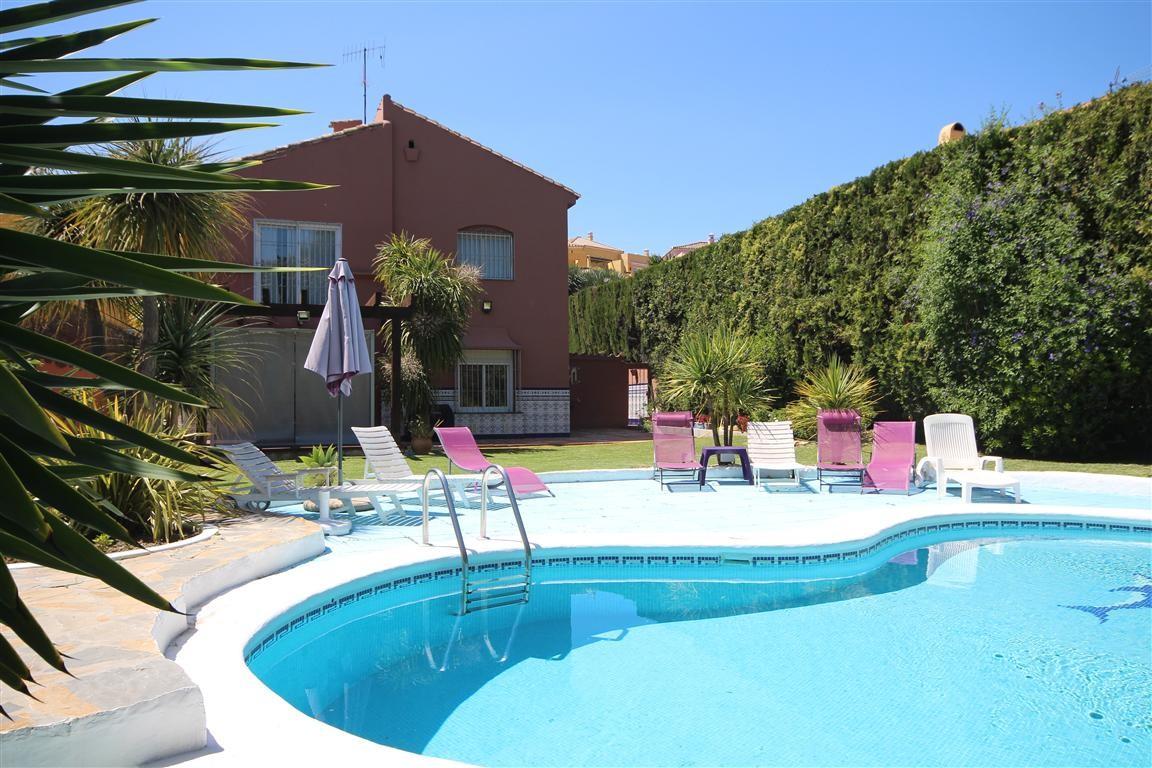 Villa de 4 dormitorios en venta en Guadalmina Alta – R2881085 en