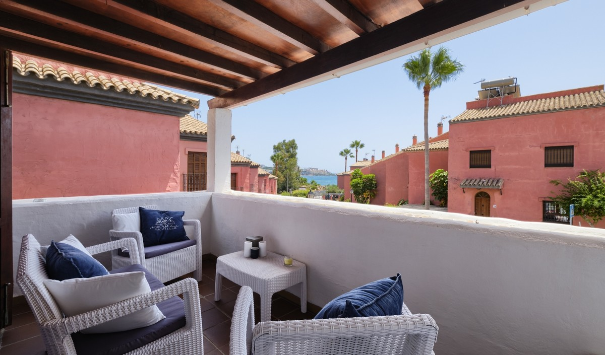 2 bedroom Townhouse for sale in Estepona – R3680480