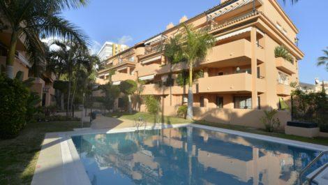 Apartamento de 2 dormitorios en venta en Elviria – R3334528