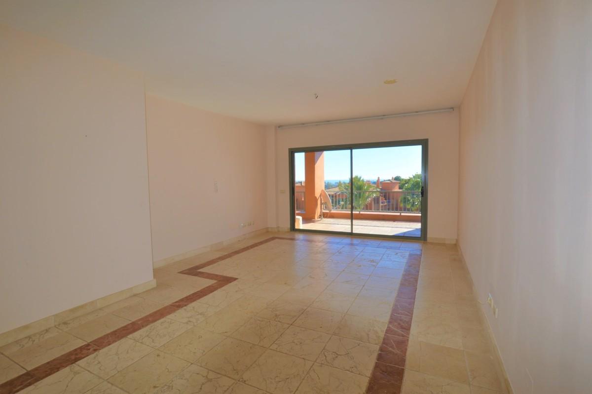 Apartamento de 2 dormitorios en venta en Estepona – R3780253
