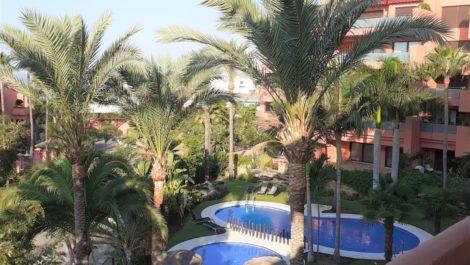 Apartamento de 3 dormitorios en venta en Estepona – R3330334
