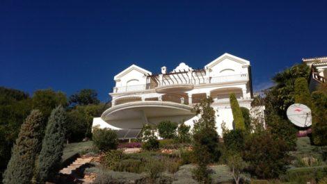 Villa de 6 dormitorios en venta en Altos de los Monteros – R2116109 en