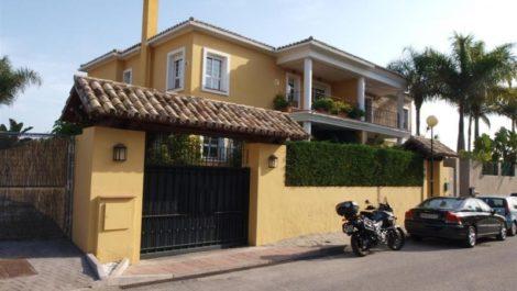 Villa de 4 dormitorios en venta en Guadalmina Alta – R2396426 en