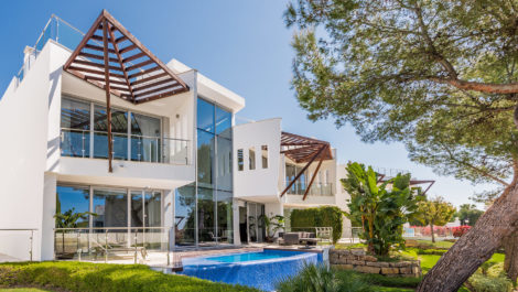 Luxury villas for sale in Sierra Blanca in