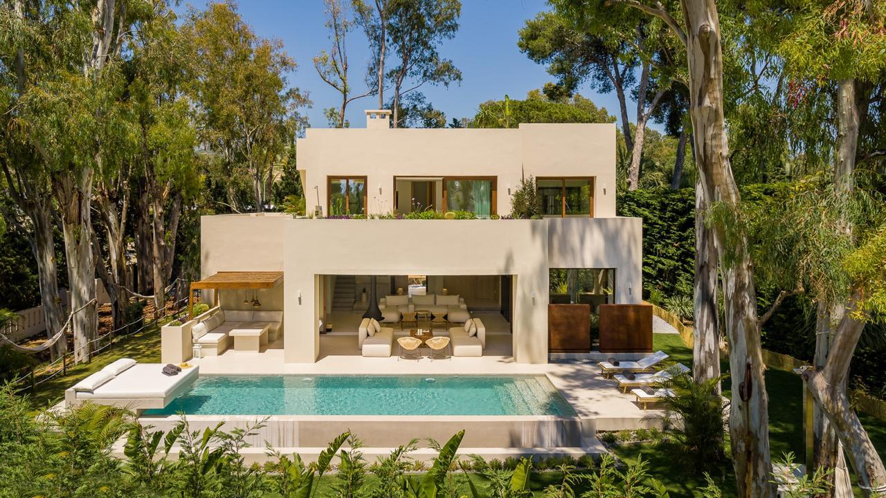 Turnkey villa project in Los Monteros Playa, Marbella East