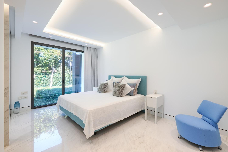 Frontline beach 4 bedroom apartment in Estepona