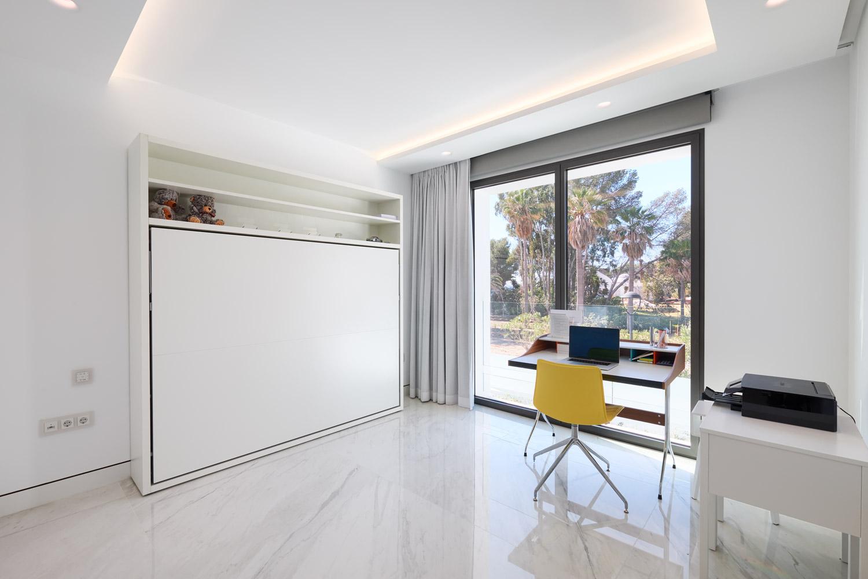 Frontline-beach-apartment-bedroom-5