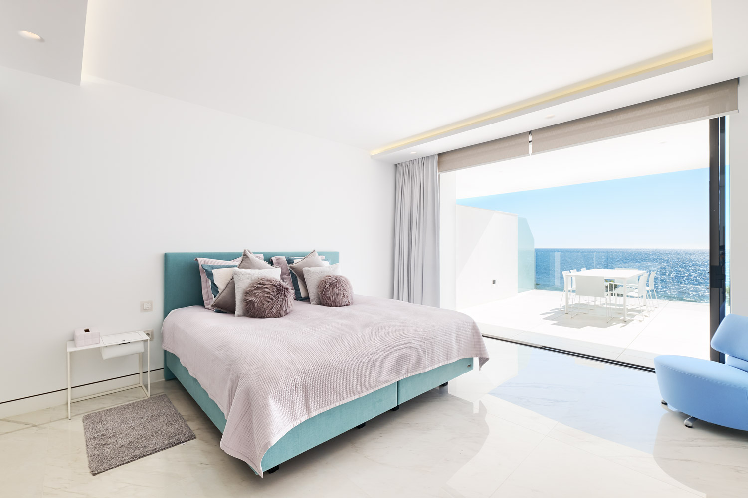 Frontline-beach-apartment-bedroom