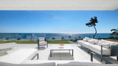 Frontline beach 4 bedroom apartment in Estepona