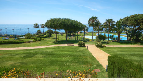 Frontline beach apartment in Marbella in Marbella
