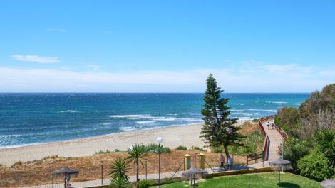 Frontline beach penthouse in Marbella East