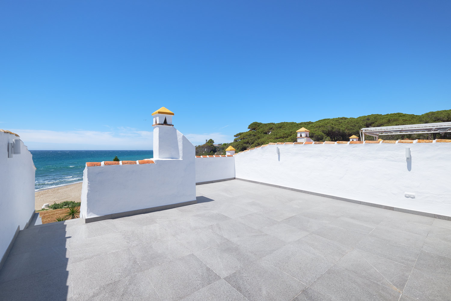 Greenlife-estates-frontline-penthouse-marbella-east-solarium