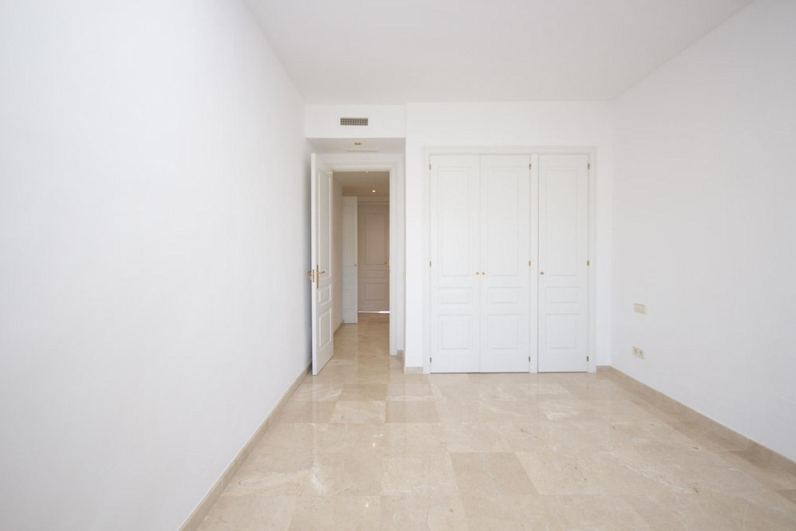 Elviria-Hills-2-bedroom-apartment-bedroom