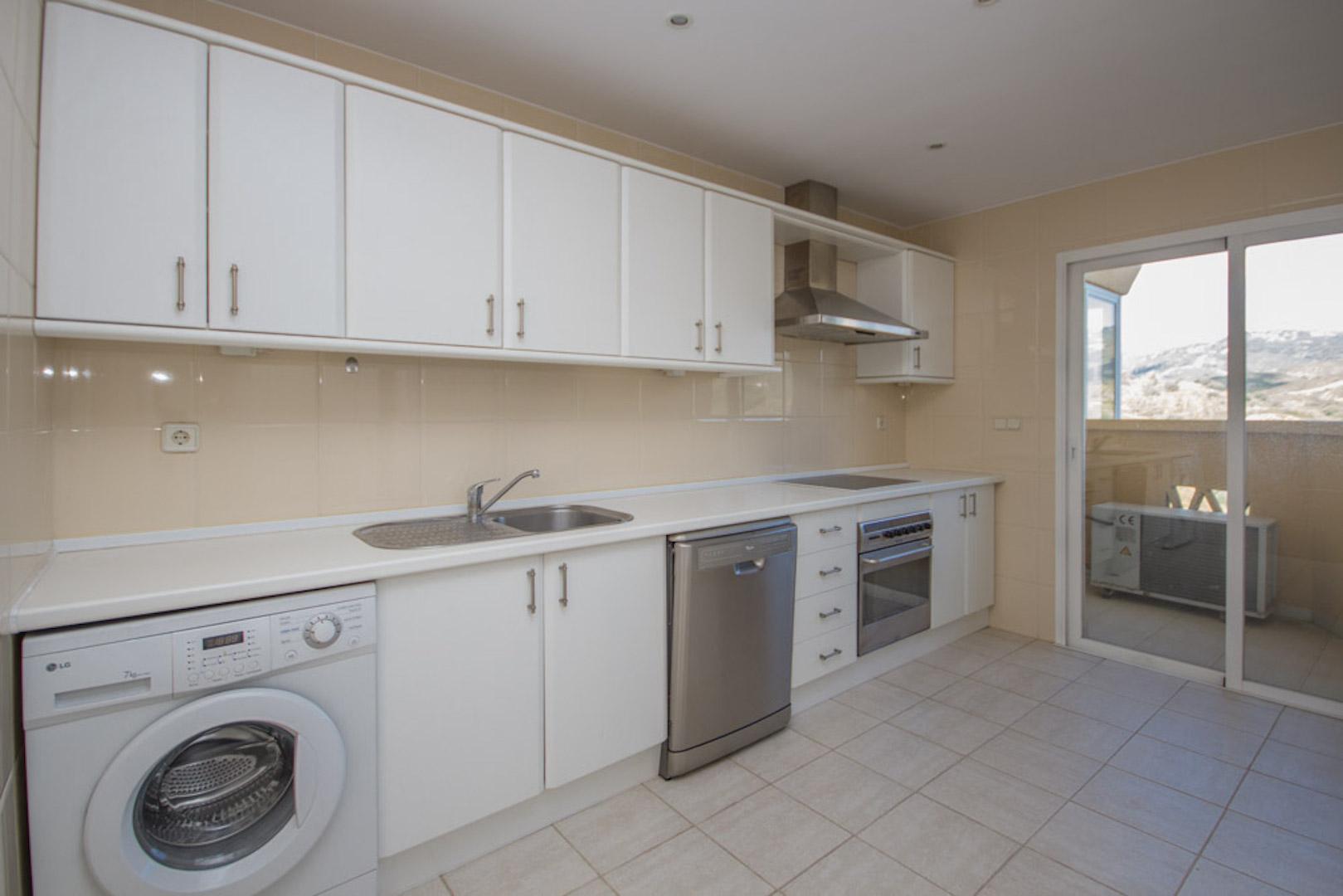 Elviria-Hills-2-bedroom-apartment-kitchen