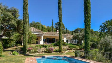 Villa de 3 dormitorios en venta en La Zagaleta – R3426097 en
