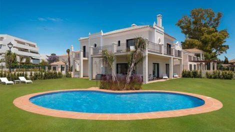 Villa de 5 dormitorios en venta en Guadalmina Baja – R3216631 en